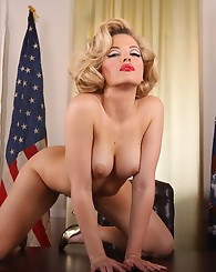 Marilyn Monroe (Alexis Texas) sucks and fucks the President!...